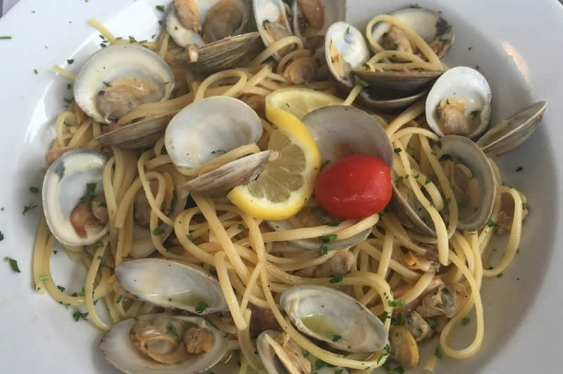 Linguini with Clams in white wine garlic sauce